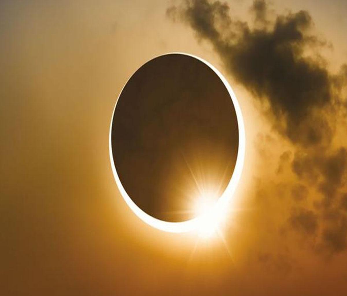 تفسير رؤية كسوف الشمس في المنام للمرأة المتزوجة