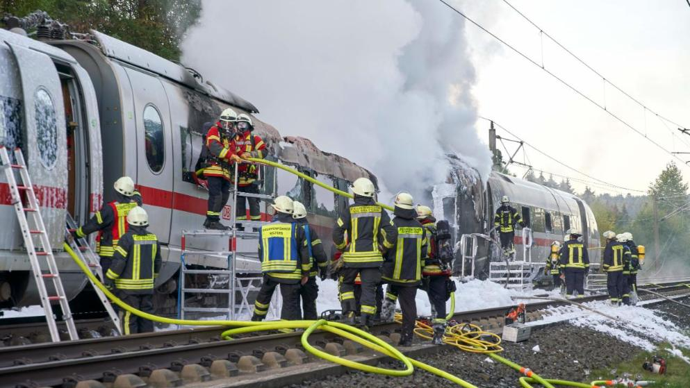 اشتعال النيران في قطار كان متوجه من كولونيا الى ميونخ الالمانية على متنه 510 ركاب ؟