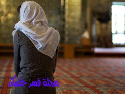 تفسير رؤية أداء الصلاة في غير اتجاه القبلة المنام