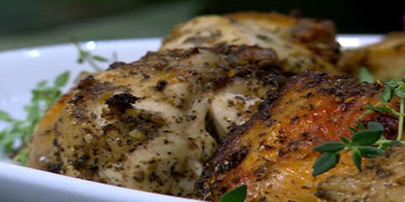 بالخطوات والفيديو طريقة عمل الدجاج بالزعتر والزيت ومدفون الأرز