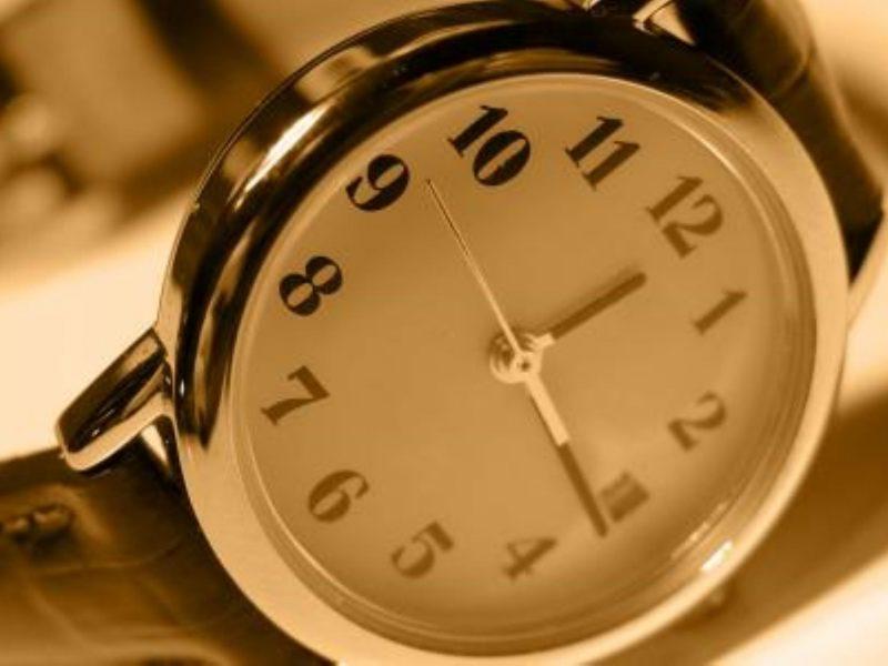 تفسير رؤية الساعة في المنام لأبن سيرين