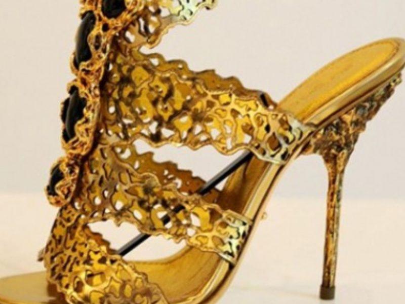 تفسيرحلم الحذاء الذهبي في المنام للرجل والمرأة المتزوجة والحامل والعزباء
