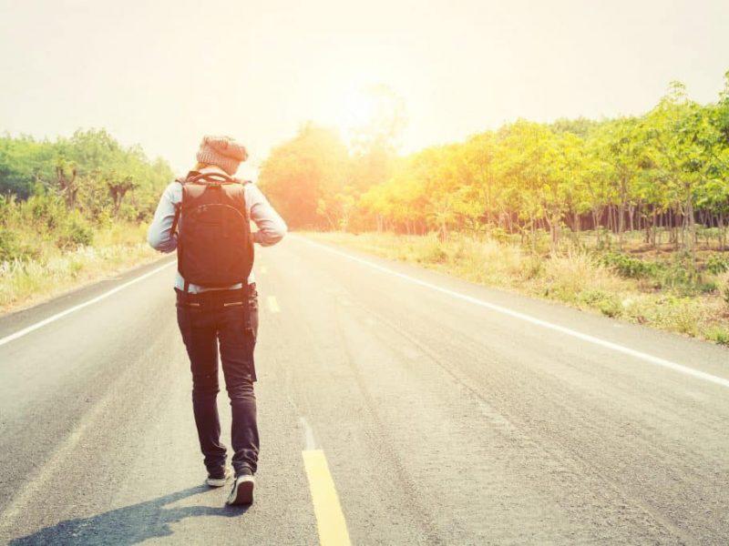 تفسير حلم المشي في المنام للرجل والمرأة المتزوجة والحامل والعزباء