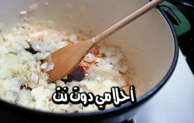 طريقة طبخ البصل للاطباق الرئيسية