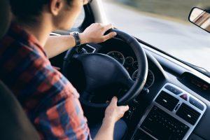 رؤية قيادة المركبة في المنام - حلمت اني بسوق سيارة والدي بالمنام - رؤية سيارة بيضاء وفارهة بالمنام